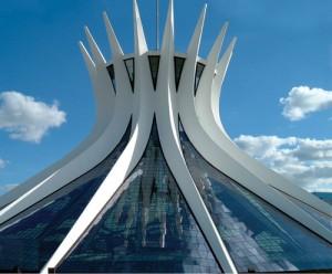 catedral_metropolinata_em_brasilia_coberta_por_vidro
